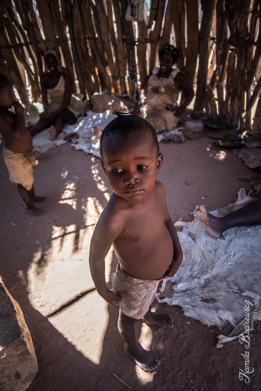Wioska Damara Namibia 0 nikon d750 Sigma 15-30mm f/3.5-4.5 Aspherical woda dziewczyna dziecko zabawa człowiek świątynia wakacje drzewo