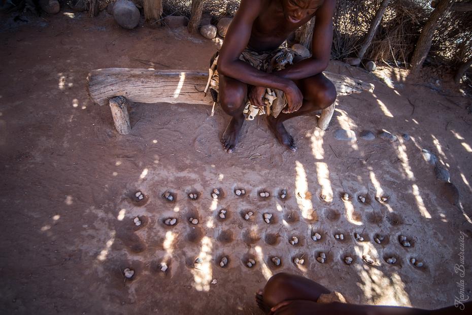 Wioska Damara Namibia 0 nikon d750 Sigma 15-30mm f/3.5-4.5 Aspherical woda dziewczyna ciemność drzewo