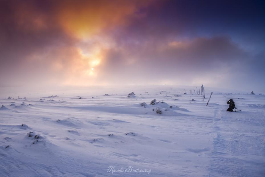 Koniec dnia pod Łabskim Szczytem Karkonosze 0 nikon d750 Nikkor 20mm f/1.8 niebo śnieg zimowy zamrażanie Chmura arktyczny atmosfera atmosfera ziemi zjawisko geologiczne ranek