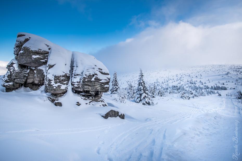 Trzy Świnki Karkonosze 0 nikon d750 Nikkor 20mm f/1.8 śnieg zimowy niebo górzyste formy terenu zamrażanie Góra pasmo górskie arktyczny lodowaty kształt terenu nunatak