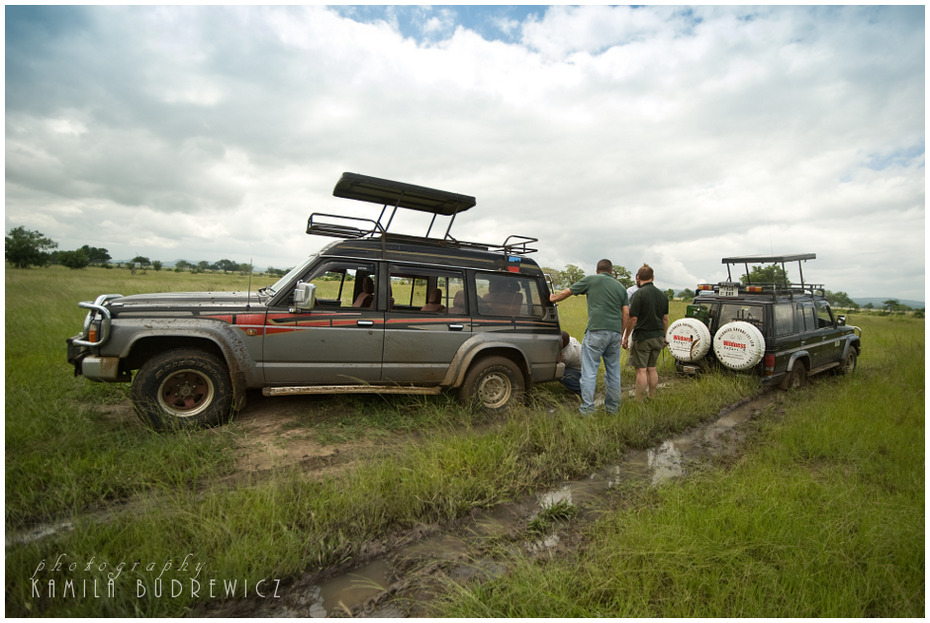 Problemy trasie Krajobrazy/ klimaty Nikon D700 Sigma 15-30mm f/3.5-4.5 Aspherical Tanzania 0 pojazd silnikowy poza trasami Natura pojazd samochód ekosystem rodzaj transportu Droga transport Pojazd terenowy