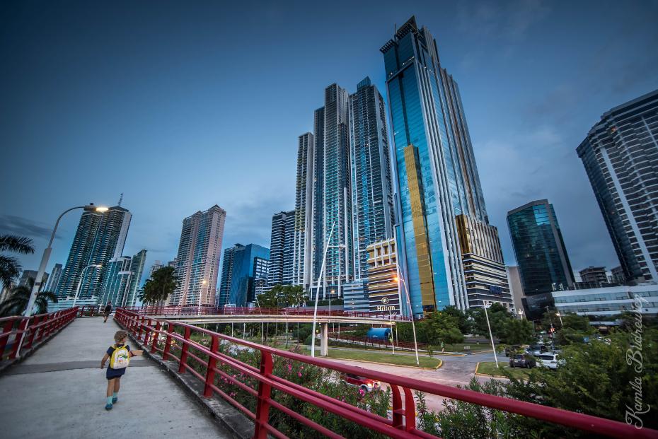 Panama City 0 nikon d750 Sigma 15-30mm f/3.5-4.5 Aspherical obszar Metropolitalny obszar miejski cityscape Miasto drapacz chmur metropolia punkt orientacyjny wieżowiec sylwetka na tle nieba niebo