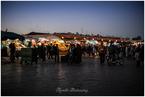 na placu Dżamaa al-Fina po zachodzie